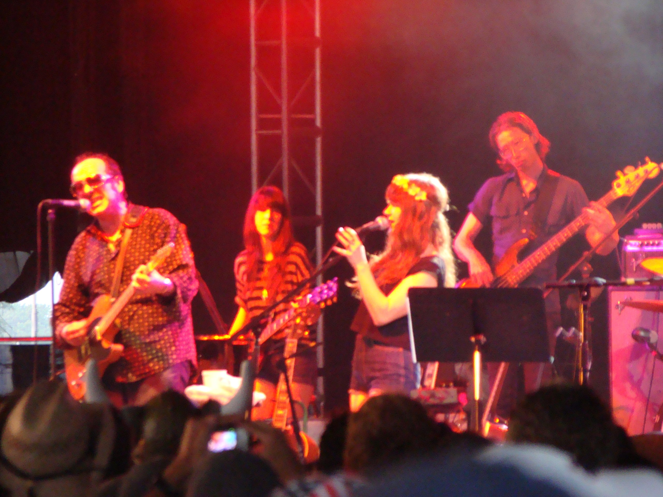 Jenny Lewis with Elvis Costello in 2009 at the Bonnaroo Festival